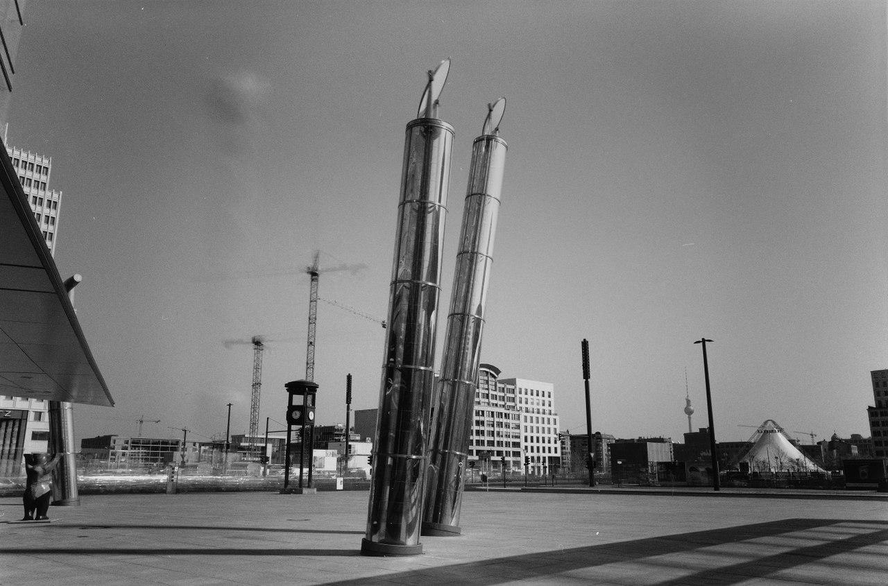 """Reiner Metzger, Titelbild des Buches """"Der Atem der Zeit"""" - Potsdamer Platz, Berlin, 2002"""