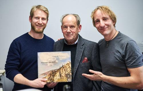 Am 2. Dezember 2017 wurden sowohl der Film als auch der Bildband im forum2 (Olympiadorf München) der Öffentlichkeit präsentiert. Von links: Hans Glück, Verleger Josef Fink und Patrick Ranz (Foto: Wolfgang Götschel, München)