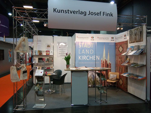 Stand des Kunstverlags Josef Fink auf der Kirchen-Messe GLORIA 2018 (Foto: Christine Kratzer / Verein für Augsburger Bistumsgeschichte e. V.)