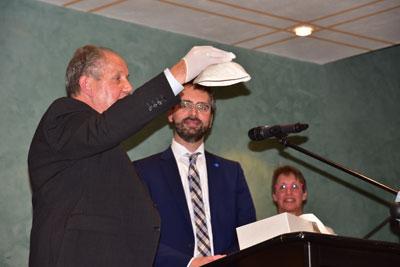 Verleihung des Kulturpreises der Stadt Lindenberg 2017 – von links Bürgermeister Eric Ballerstedt, Josef Fink und Kulturreferentin Hannelore Windhaber (Foto: Der Westallgäuer)