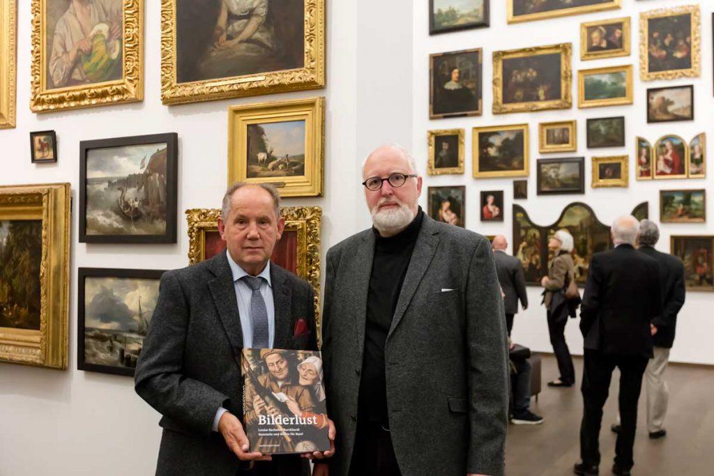 """Josef Fink (links) und Dr. Bodo Brinkmann, Kurator Alte Meister am Kunstmuseum Basel, bei der Eröffnung der Ausstellung """"Bilderlust. Louise Bachofen-Burckhardt – Sammeln und Stiften für Basel"""""""