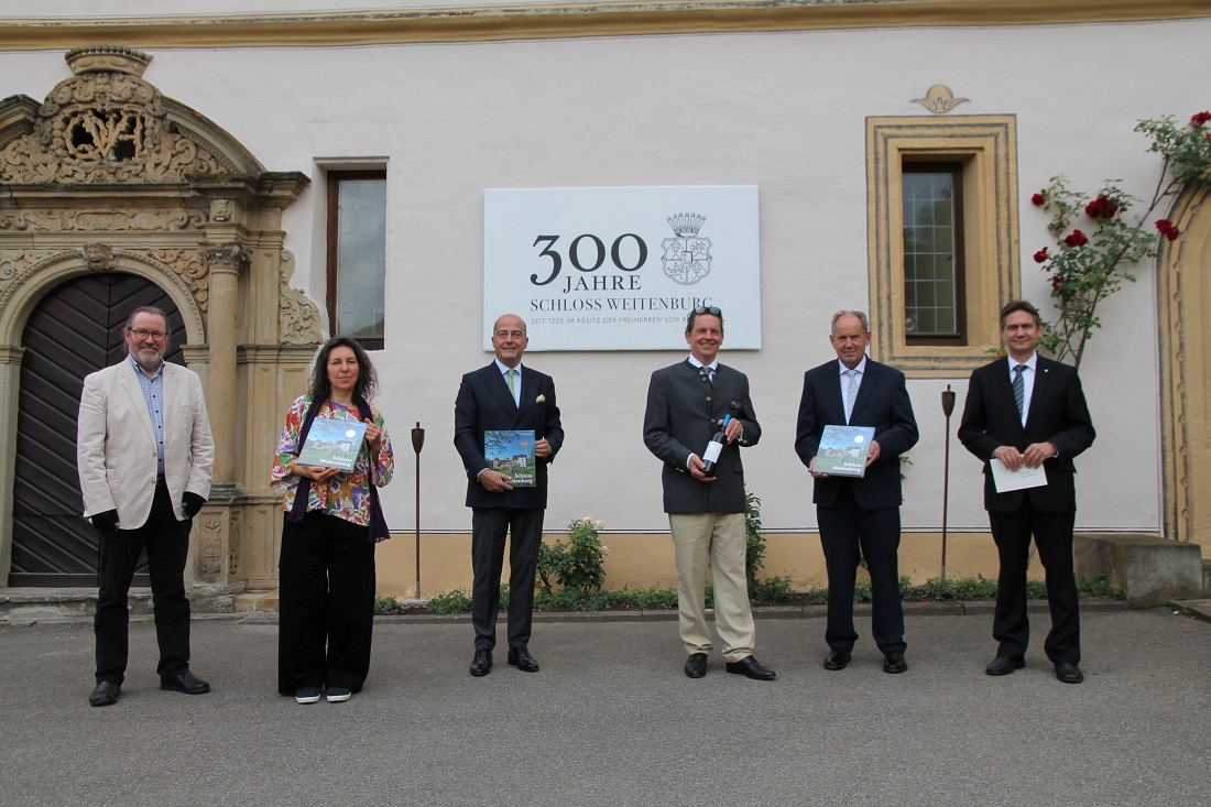 """Präsentation der Neuerscheinung """"Schloss Weitenburg"""". Foto: Philipp Koebnik, Redaktion Rottenburger Post, Schwäbisches Tagblatt"""